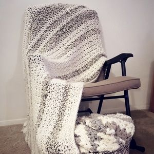 Comfy Chunky-Knit Throw Luxury Blanket